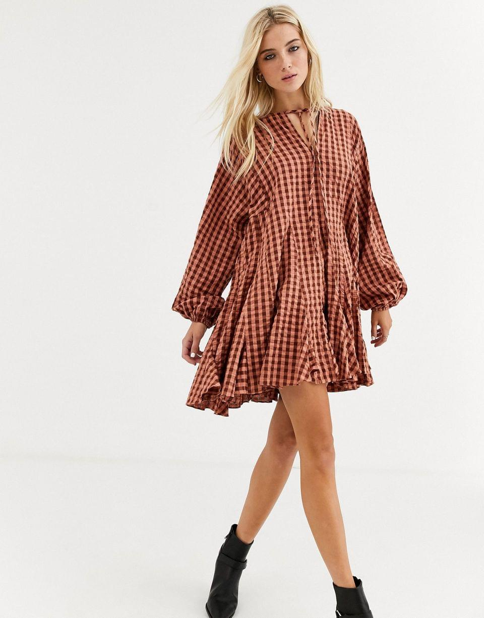 Women's trapeze mini dress with godets in seersucker check