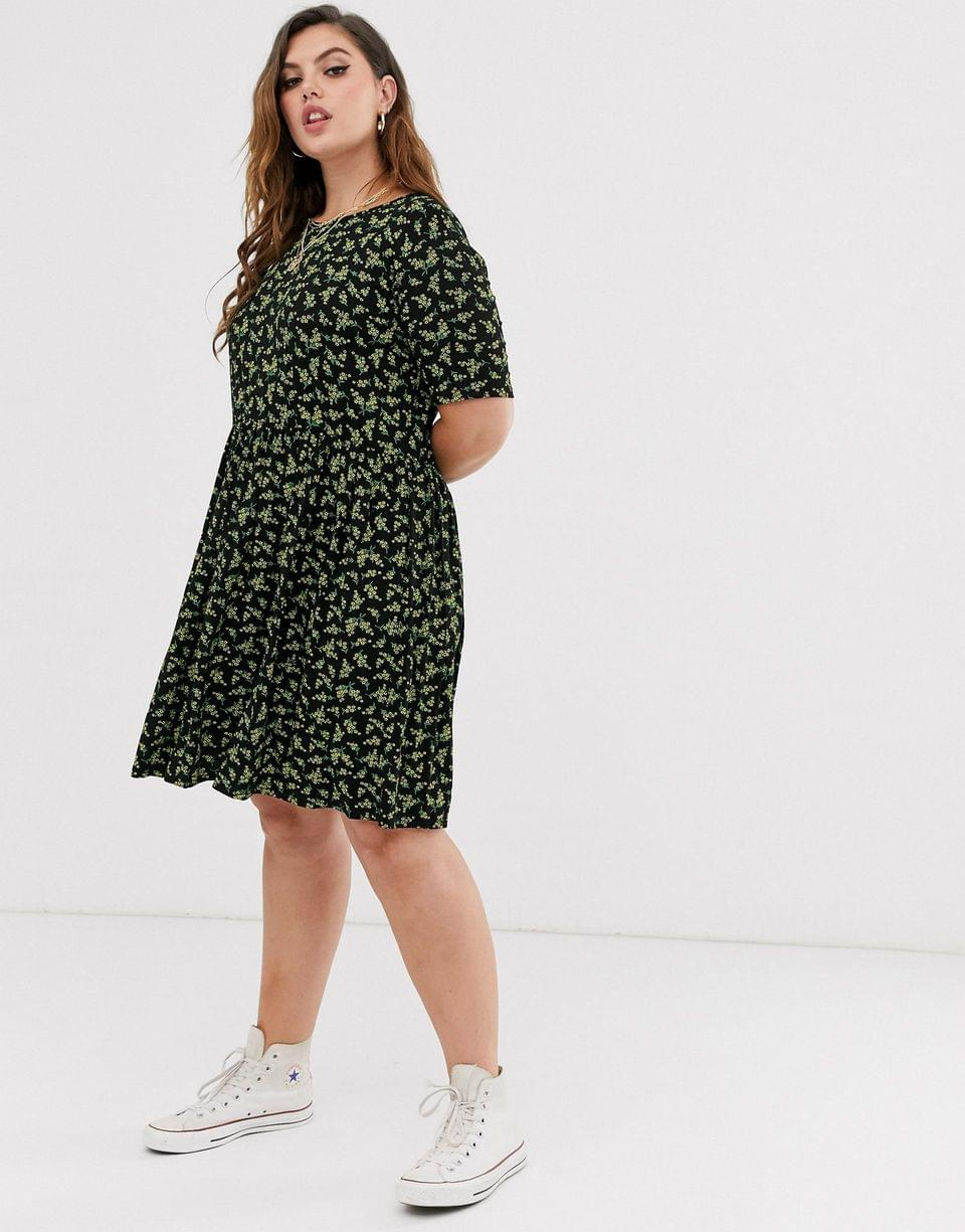 Women's Wednesday's Girl Curve short sleeve mini smock dress in vintage ditsy floral print