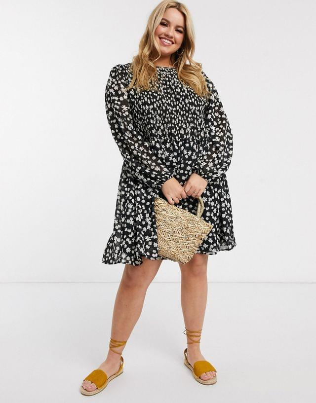 WOMEN Curve shirred mini smock dress in daisy floral print