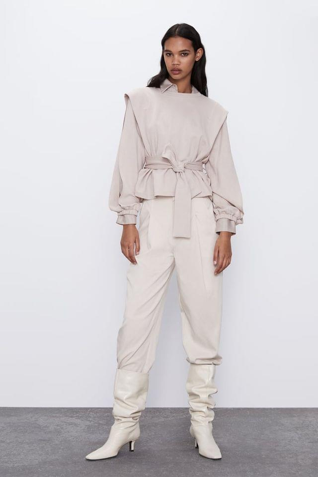 WOMEN ROUND NECK TOP AND LONG SLIT SLEEVES WITH ELASTIC CUFFS. TONAL TIE AT WAIST. BR/ BR/ MODEL HEIGHT 5 10 (177 CM)