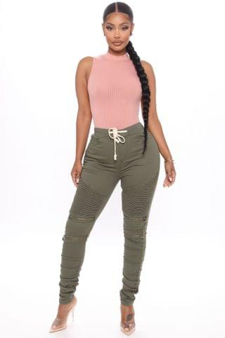 WOMEN Keep Up Jogger Jeans - Olive