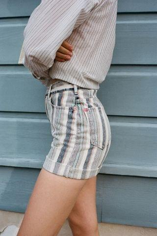 WOMEN BDG High-Waisted Mom Short Striped Denim
