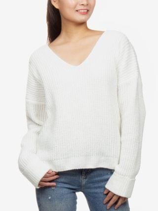 WOMEN Juniors' V-Neck Chenille Sweater