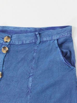 WOMEN Wednesday's Girl Curve midi skirt with faux horn buttons in denim