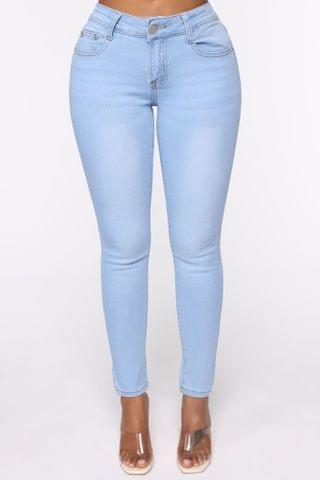 WOMEN Fawn Mid Rise Skinny Jeans - Light Blue Wash