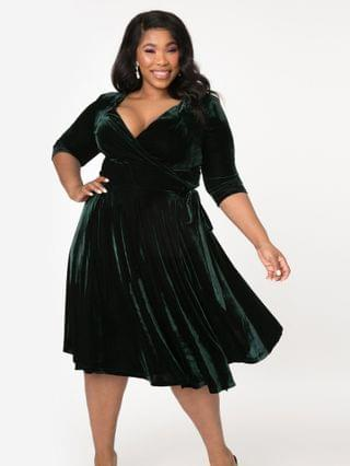 WOMEN Unique Vintage Plus Size 1940s Style Emerald Velvet Kelsie Wrap Dress