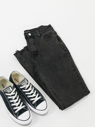 WOMEN In The Style x Shaughna straight leg jean in black
