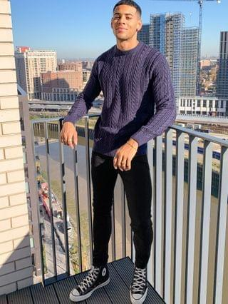 MEN New Look cable knit sweater in off navy