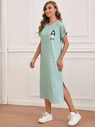 WOMEN Figure and Slogan Graphic Split Side Tee Dress
