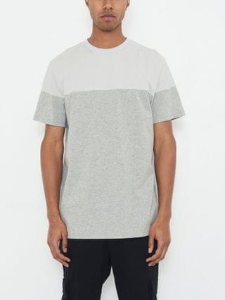 MEN Crew Neck T-shirt with Color Block and Logo Patch