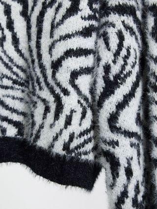 WOMEN Wednesday's Girl Curve oversized sweater with balloon sleeves in zebra knit