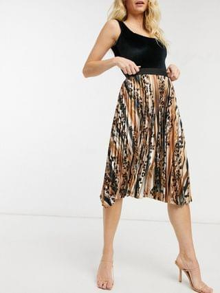 WOMEN Outrageous Fortune pleated maxi skirt in animal print