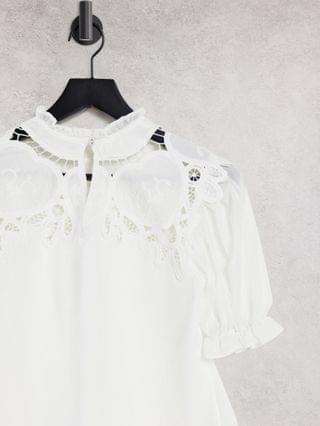WOMEN Hope & Ivy Maternity oversized collar blouse with broderie in ivory