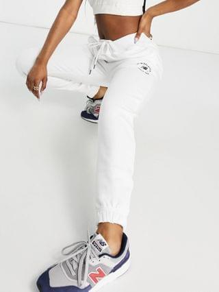 WOMEN New Balance life in balance sweatpants in white - Exclusive to