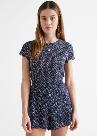 WOMEN Fitted Printed Scallop Top