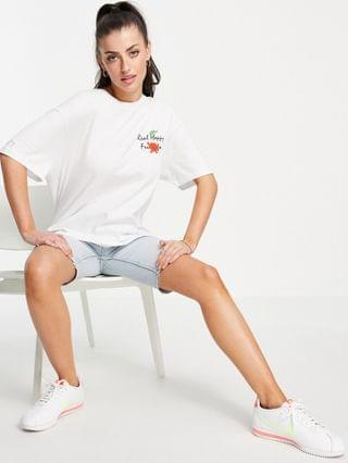WOMEN Crooked tongues oversized T-shirt with happy fruit print in white