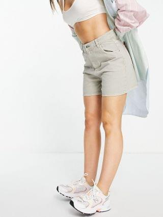 WOMEN Wednesday's Girl mom shorts in washed denim