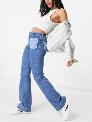 WOMEN Wrangler flared jeans with patch pockets in blue