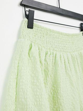 WOMEN Tall short with shirred waist in puffed texture in washed green