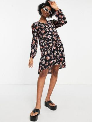 WOMEN Pieces floaty smock dress with tiered skirt in black floral