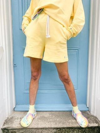 WOMEN Crooked Tongues matching sweat shorts with embroidered logo in washed yellow