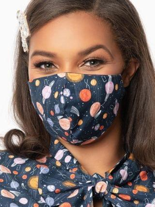 WOMEN Retrolicious Space Out Print Face Mask