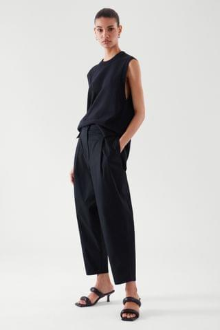WOMEN PLEATED TAPERED PANTS