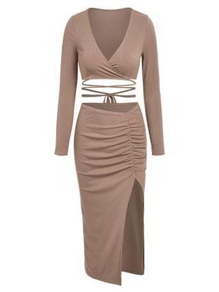 WOMEN Plunge Midriff Flossing Tee And Ruched High Slit Skirt Co Ord Set - Light Coffee M